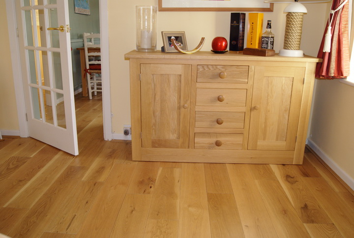 brushed and oiled oak floor with side unit