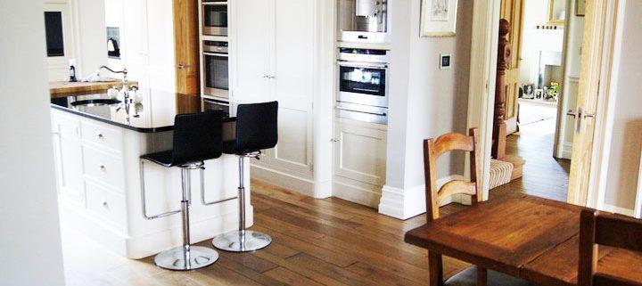 distressed-oak-floor-fitting-kitchen